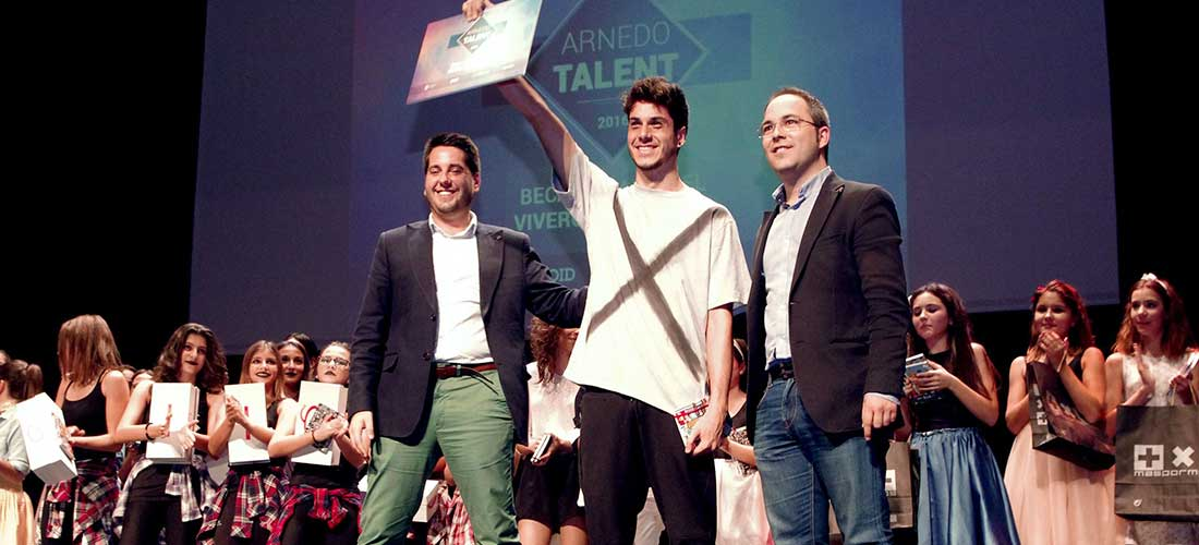 Gonzalo Herce recibe el premio del I Arnedo Talent 2016