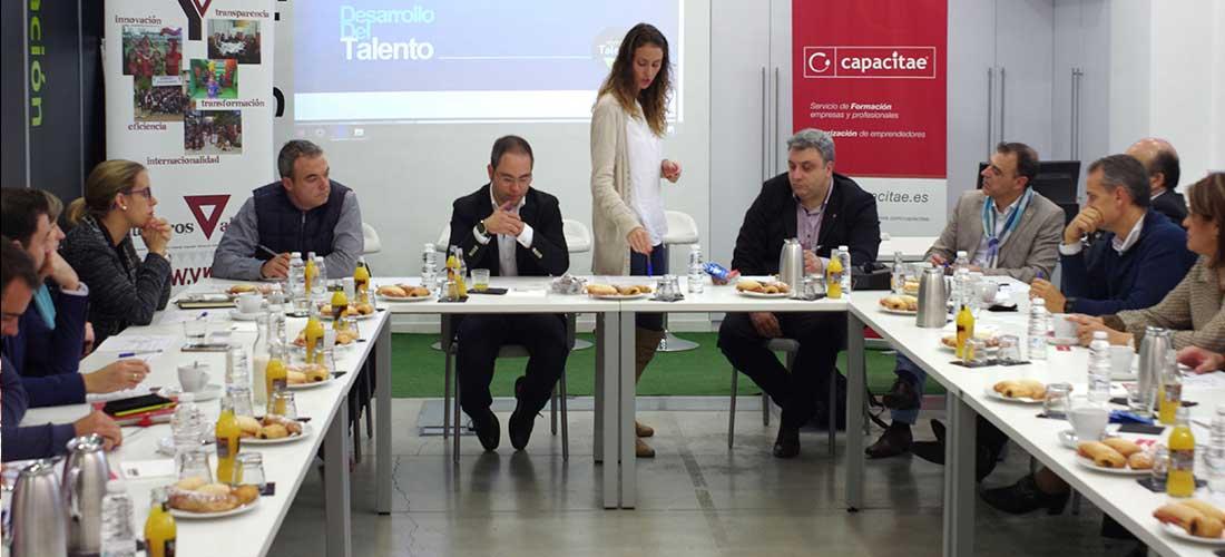 Capacitae organiza un desayuno de trabajo con empresarios para tratar la importancia de la gestión del talento en las organizaciones