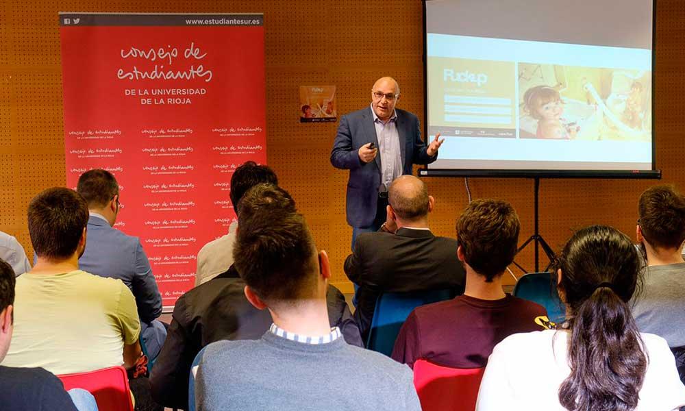 Joaquín Arana, en la ponencia inaugural de las FuckUp Nights en la Universidad de La Rioja