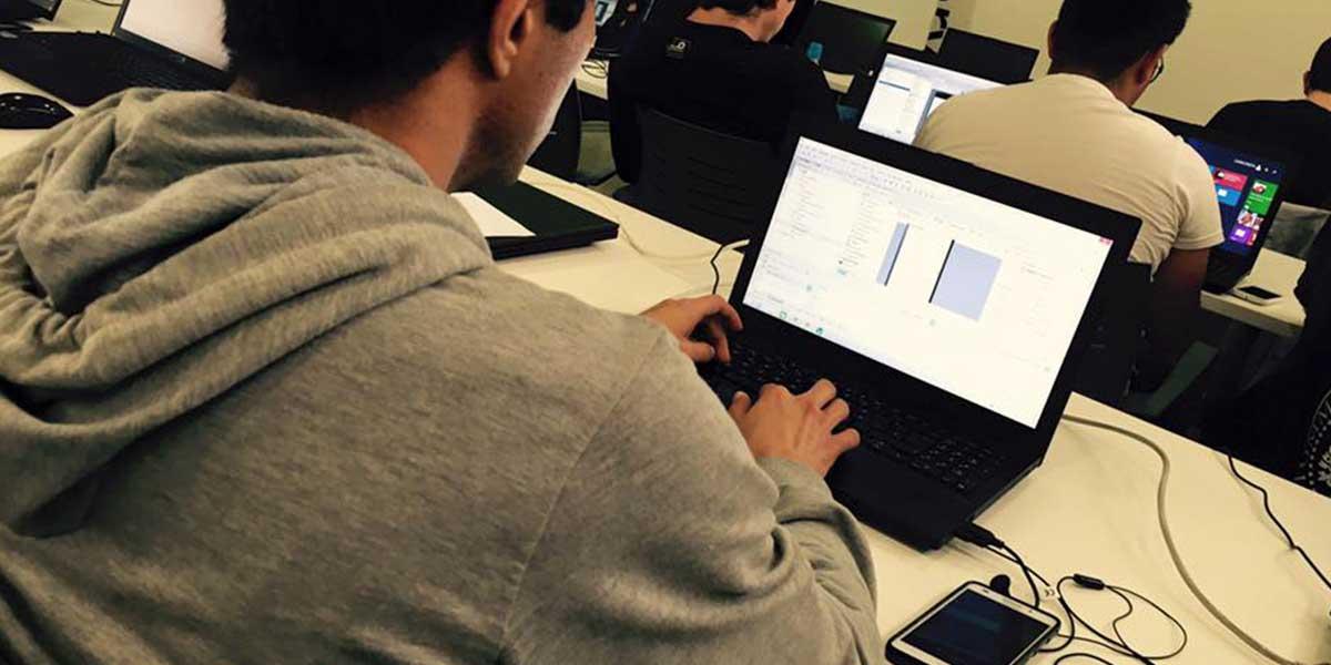 Formación y re-cualificación de profesionales en habilidades y competencias digitales